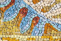Mit Mosaikverlegung können Muster und Formen auf Flächen entstehen